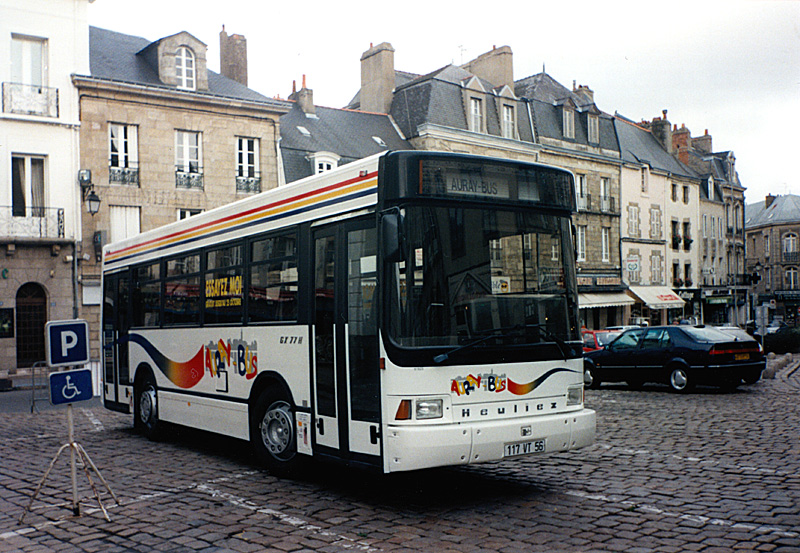 Auray (56) - AURAY BUS @auray-gx77h_117vt56_auraybus-vue_avant_droit-place_de_la_republique-09-10-1997-Christobal