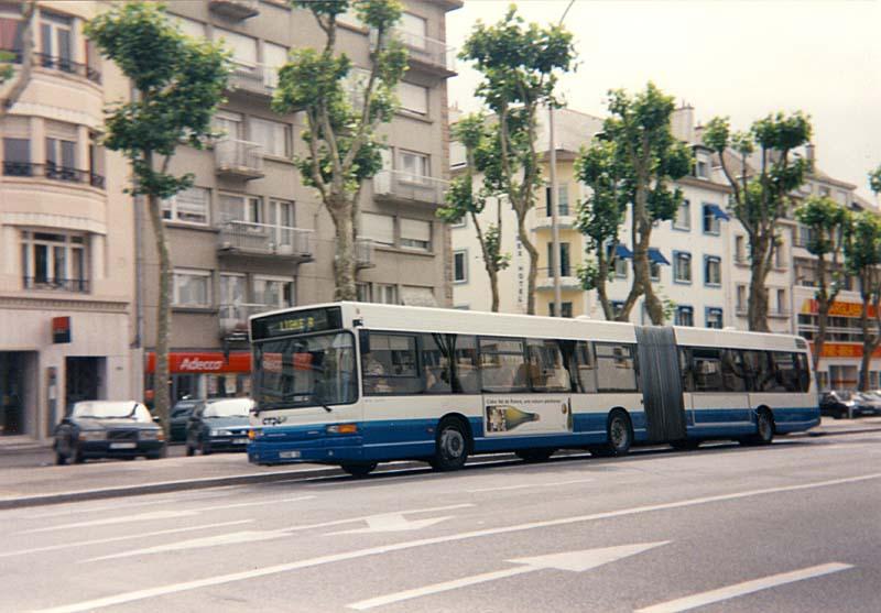 Vos Photos !  - Page 4 _lorient-gx417_321-r-livree_bleue-cours_de_chazelles-16-07-1997-Christobal