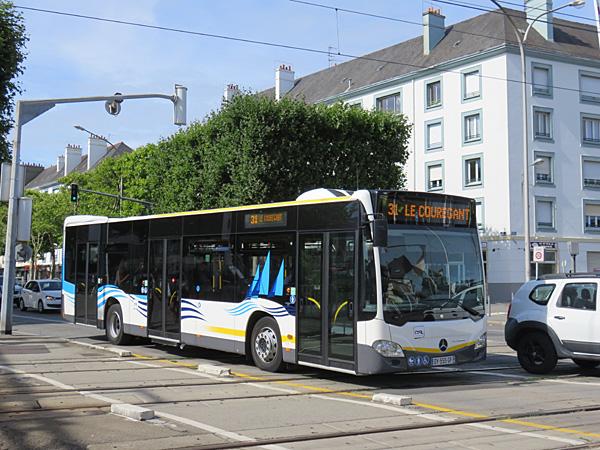 [Photos] Mercedes / MAN / Setra - Page 2 Lorient-citaro-c2_dy-555-gf_bsa-ligne_31-voies_sncf_cours_de_chazelles-2017-07-20-Christobal