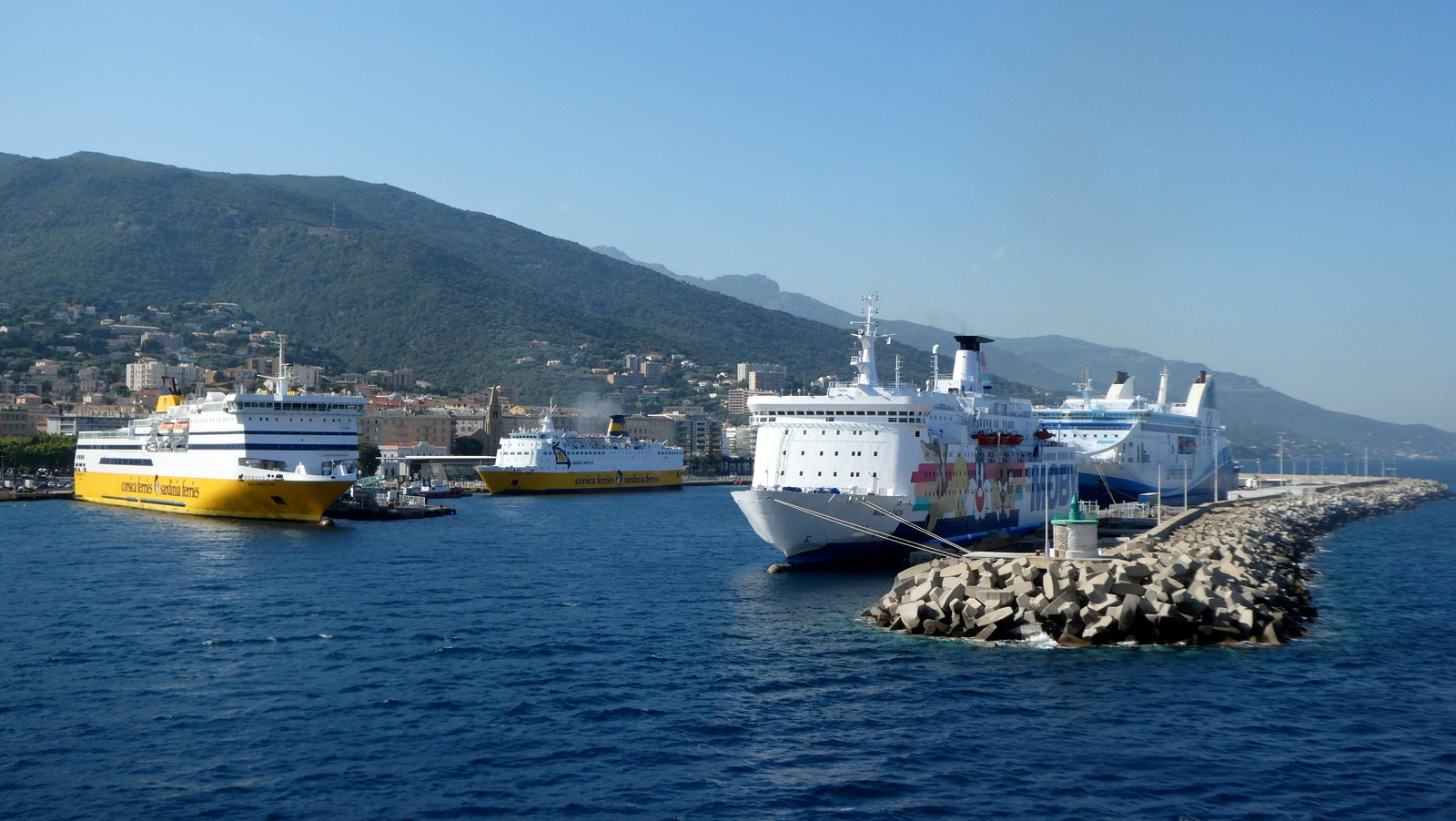 Le site actuel du port de Bastia, situé au coeur de la ville. Photo : Romain Roussel (juillet 2018).