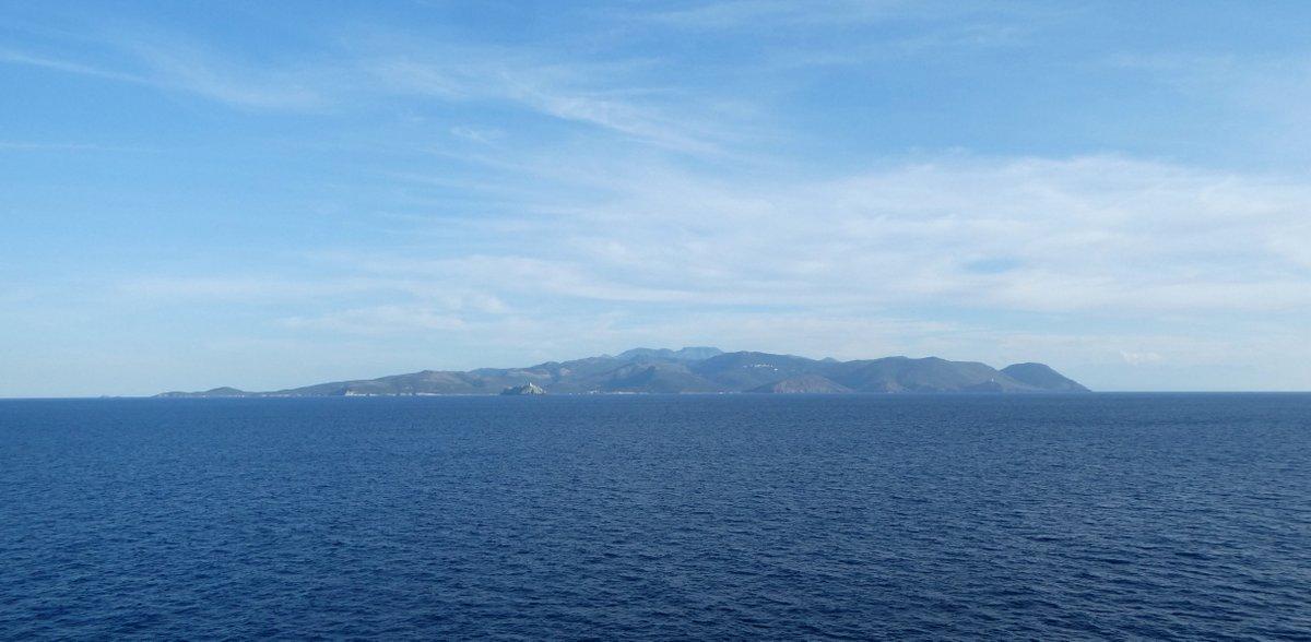 Les côtes de Corse vues de la mer, en juillet 2019 ; photo : Romain Roussel