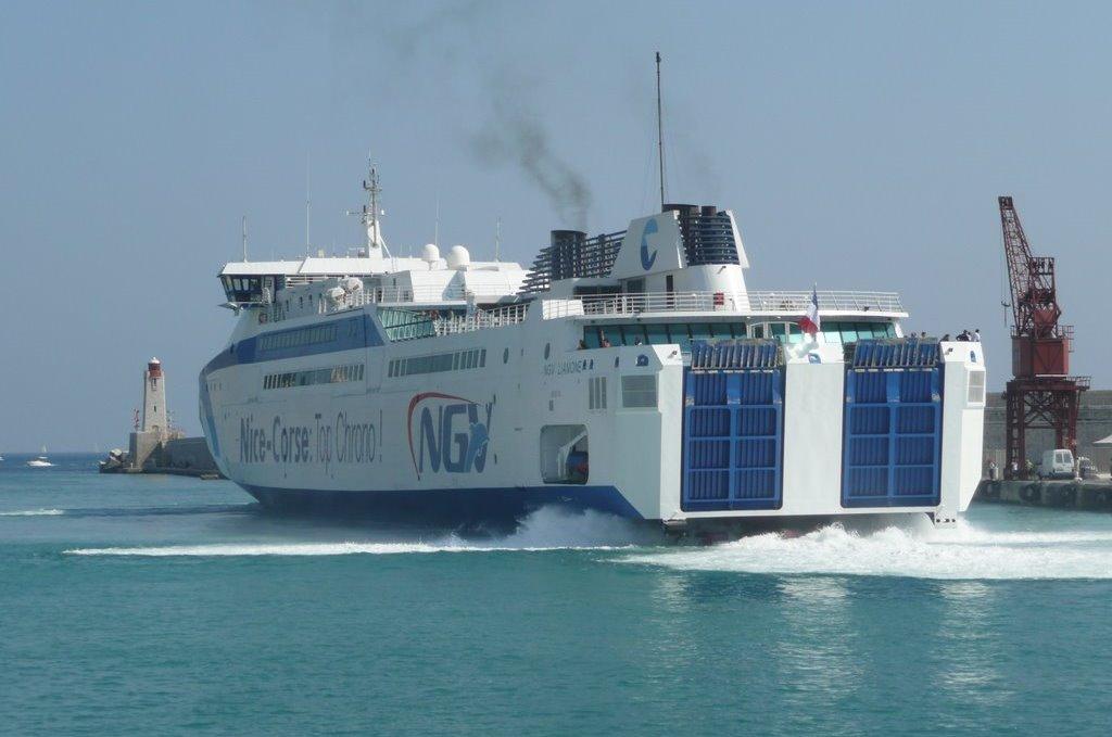 L'arrivée du NGV Liamone à Nice, en août 2009.