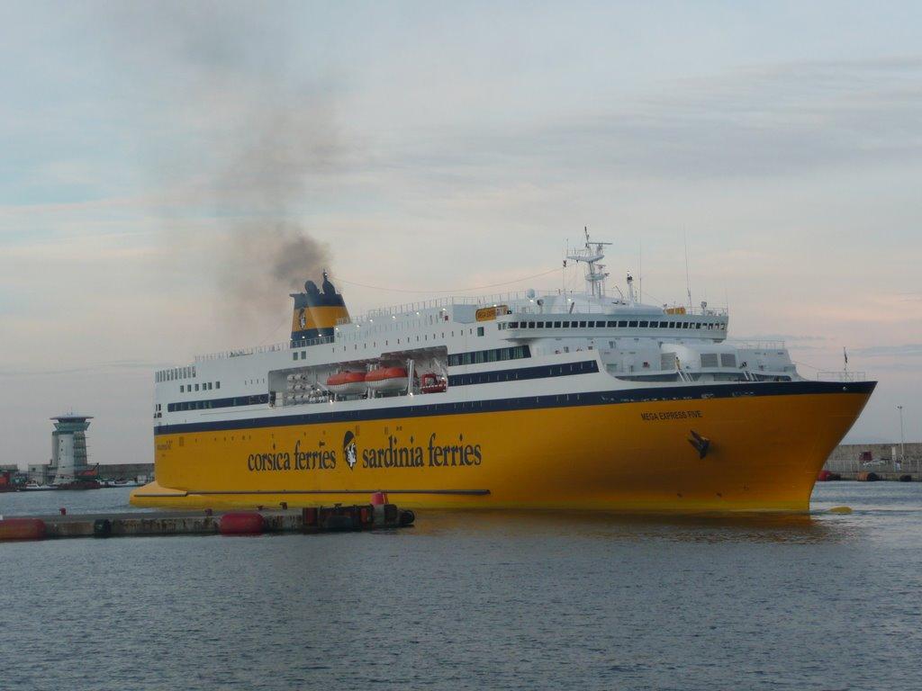 Le Mega Express Five, mis en service sur la Corse en avril 2009, qui s'appelait auparavant Phoenix Express