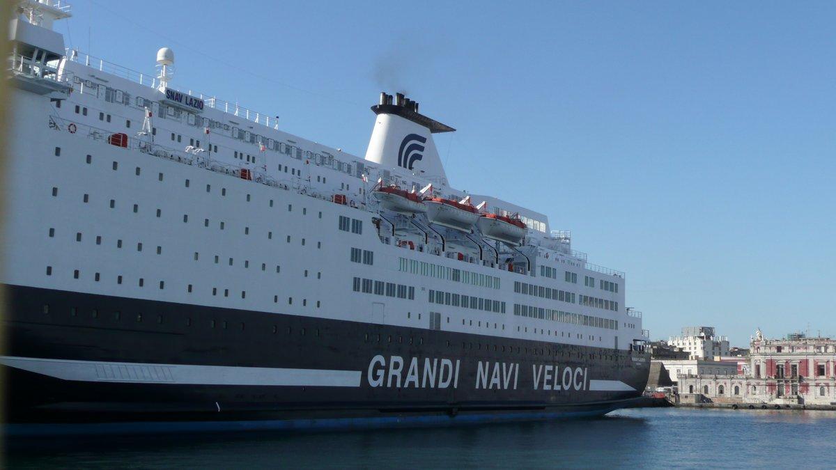 Le Snav Lazio de GNV-SNAV à quai à Napoli, en avril 2014