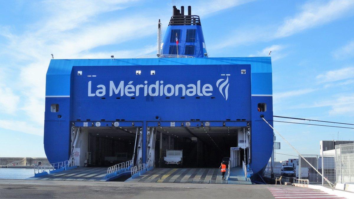 La poupe du Girolata dans ses nouvelles couleurs bleues, à Marseille en décembre 2016 ; photo : Jean-Pierre Fabre.