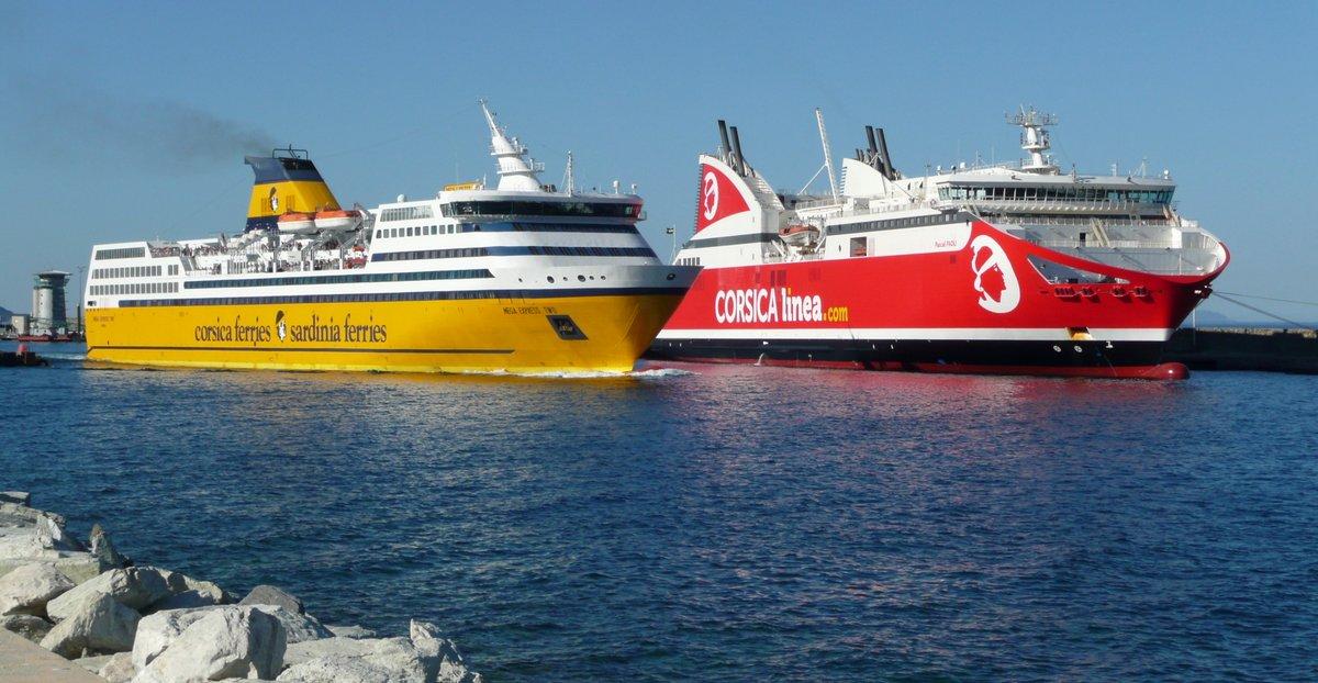 Les Mega Express Two et Pascal Paoli à Bastia, en juillet 2016 ; photo : Romain Roussel