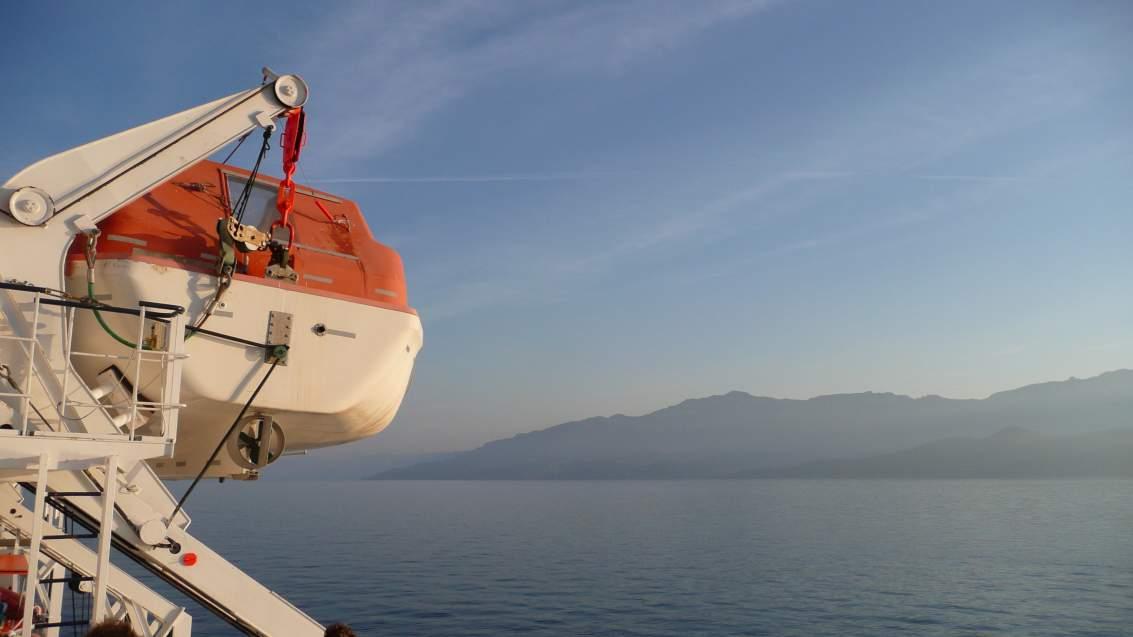 L'arrivée en Corse en bateau, toujours un grand moment - ici, au Cap Corse
