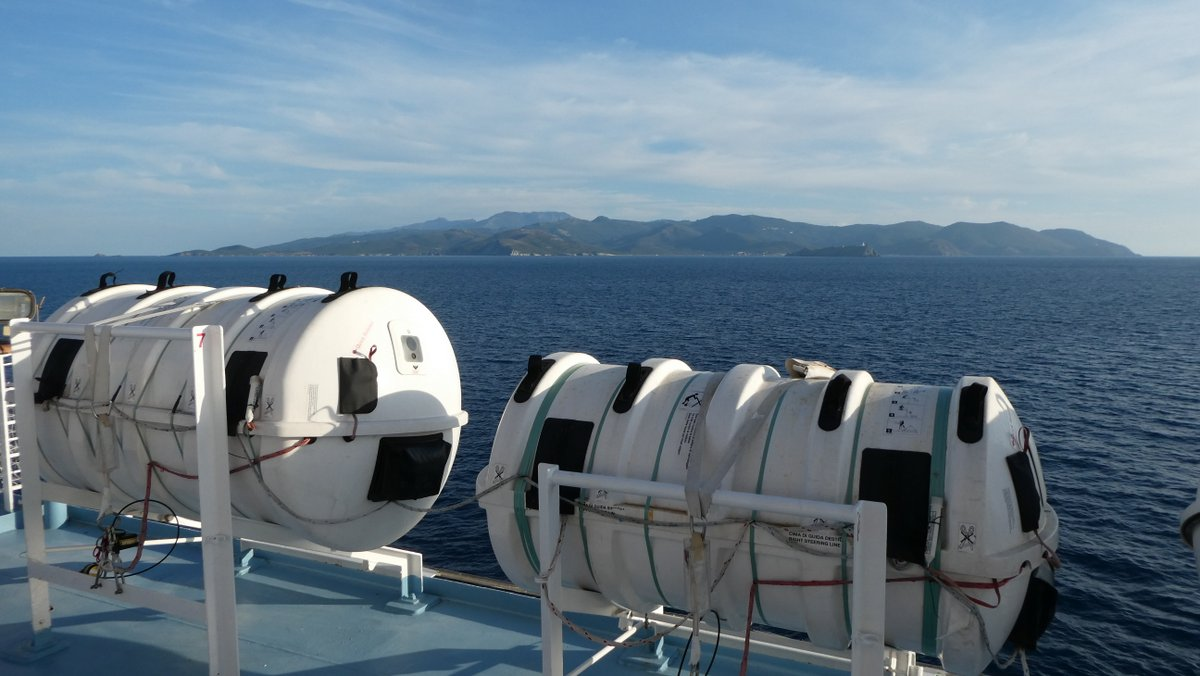 L'arrivée au Cap Corse avec au premier plan les installations de sauvetage du Pascal Lota