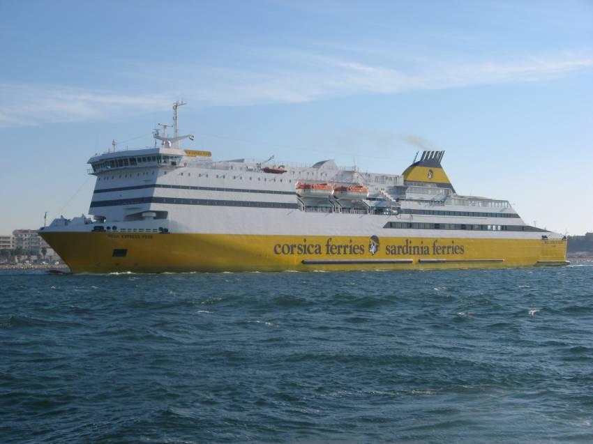 Le Mega Express Four en rade de Toulon en novembre 2006, photo : Nicolas Giovanetti