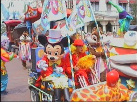 Disneyland Paris bis 1994 Euro Disney Resort bzw Euro Disney Resort Paris von 2002 bis 2009 Disneyland Resort Paris ist ein 2230 Hektar großer Freizeitkomplex in der zur Ville nouvelle MarnelaVallée gehörenden Kommune Chessy 32 km östlich von Paris Frankreich