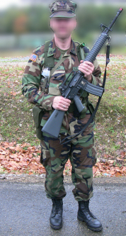 http://mapage.noos.fr/larryweb2/AIRSOFT/M16A3_08_2011/IMG_3971b_small.JPG