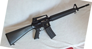 http://mapage.noos.fr/larryweb2/AIRSOFT/M16A3_08_2011/M16A3%20(12)_small.JPG