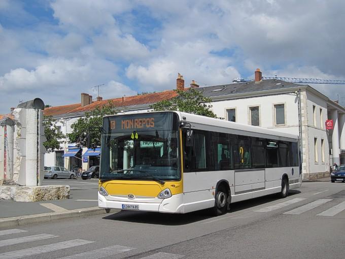 La Roche-sur-Yon (85) -  IMPULSYON _la_roche-sur-yon-gx327_44-g-livree_impulsyon_partielle-rue_salvador_allende-cd100802-009